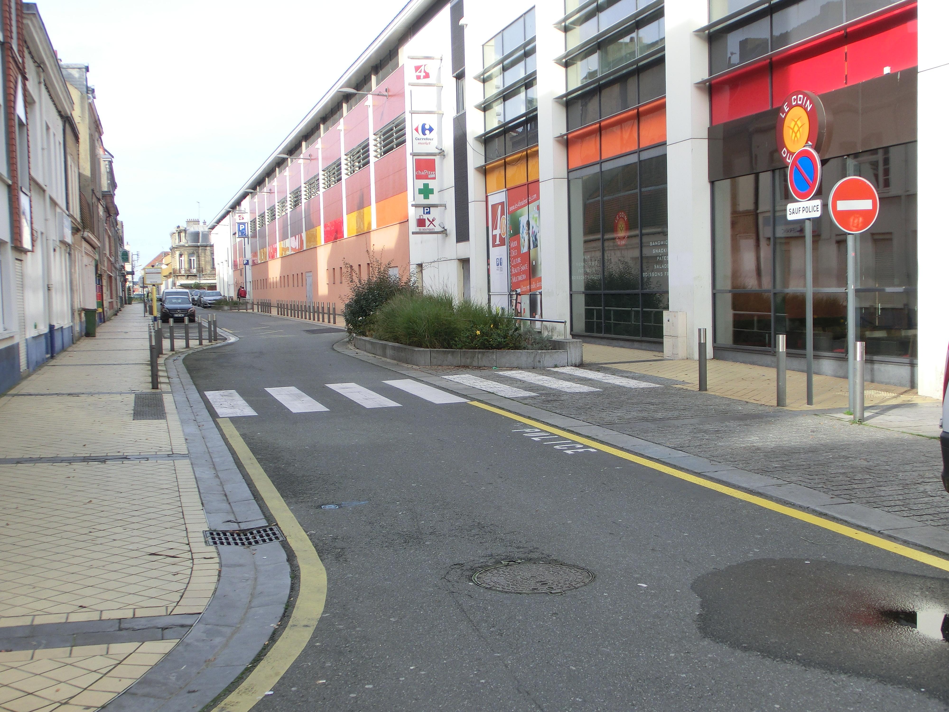 Rue Neuve, en zone 30 CIMG3185