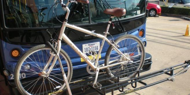 Porte vélo au devant du bus